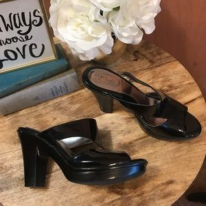 Euro Soft by Sofft Womens Black Heels Size 9